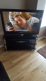 46 in phillips tv very good condition 90 pounds
