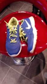 Nike trainers nearly new size 6