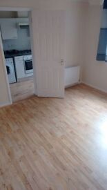 1 Bedroom flat clean spacious newly decorated in RG2 0LW available Immediately comes with Parking