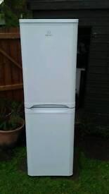 Upright fridgefreezer