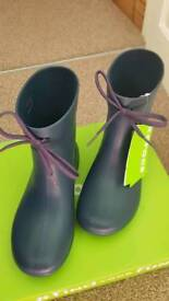 Crocs Freesail Shorty Rain Boots in Navy. Roomy Fit. Size 3. New with Tags. RRP £28