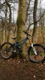 Mondraker Summum Pro DH Downhill Mountain Bike