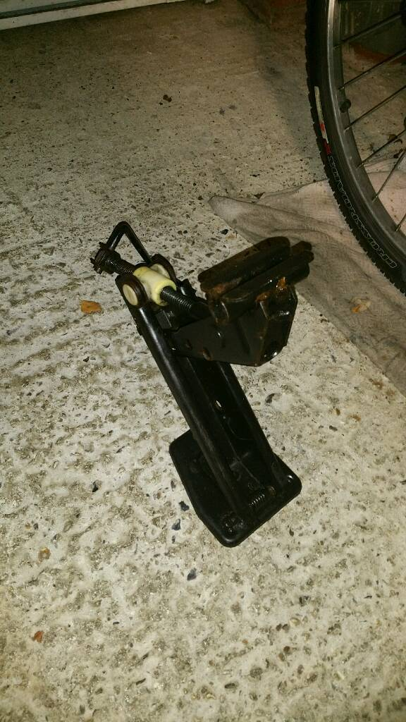 Original Ford Escort MK3 Wheel Jack