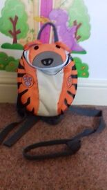 Childrens tigar backpack reins