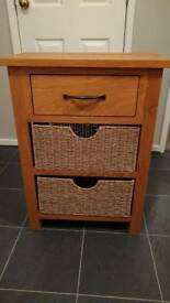 Small oak veneer chest of drawers