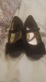 Girls size 9 black shoes