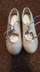 Babyballet Tap shoes holographic silver child size 9