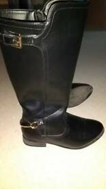 Boots,size 3
