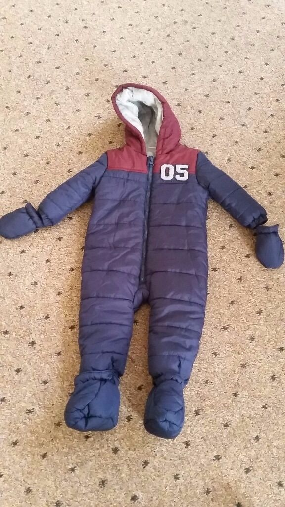 Snowsuit for sale6 12 monthsin Stoke on Trent, StaffordshireGumtree - Hi. I ve got for sale snowsuit 9 12 months. In good and clean condition. From pet and smoke free home. If interested txt me 07999982101. Tnx