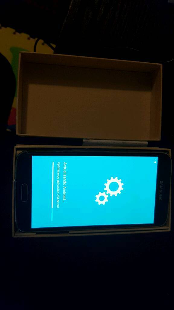 Galaxy S5 16gin South Norwood, LondonGumtree - Samsung Galaxy S5 Black. 16g. so new in box. No scratch no demagaje. Factory free. Headphone. Charger and 2 cases