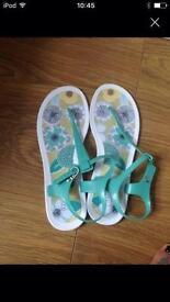 Radley flip flops size 7/8