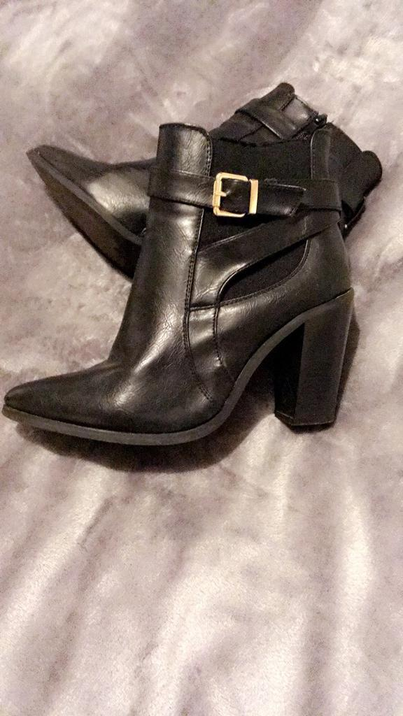 Black Ladies Boots 7
