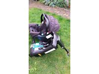 Graco car seat with base. (0-13 kg)