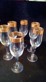 6 champain glasses.