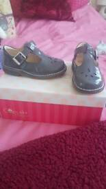GIRLS SMART SHOES, SIZE 6G