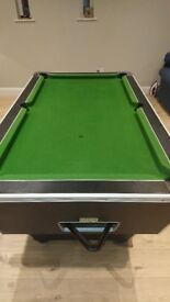 Pool table for sale colth good ready to play on
