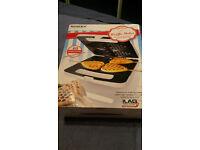 **Bright new Heart Shaper Waffle/Toast Maker + wooden sticks**