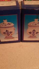 A pair of decorating container for sale for £5.00 pounds only