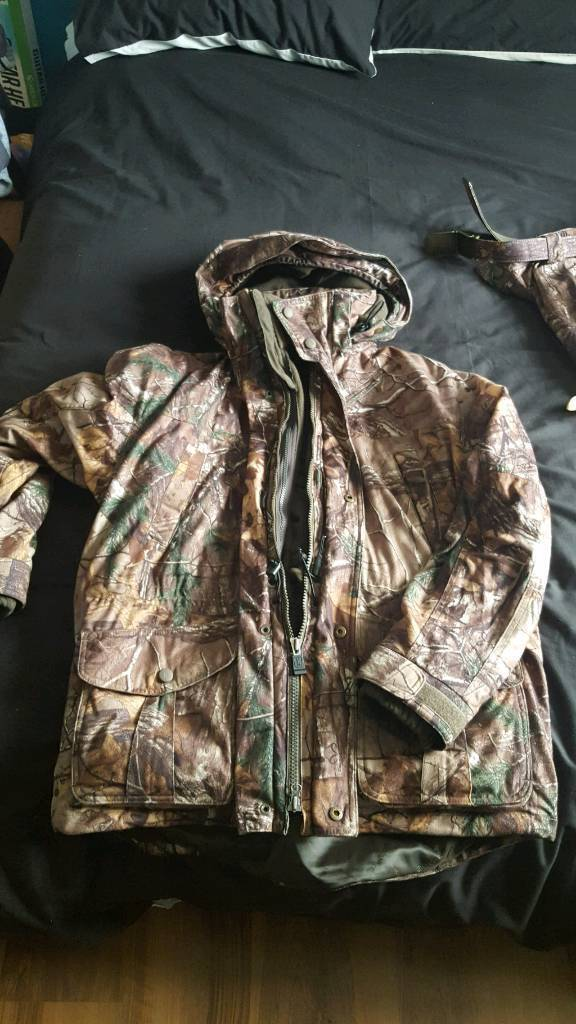 "deerhunter montana 5 in 1 camo jacket and trousersin Broomhouse, EdinburghGumtree - deerhunter montana 5 in 1 camo jacket and trousers ,both size (56) jacket xl with plenty room ,trousers 38""/40"" waist ,both in great condition as hardly been worn ,jacket cost 245 trousers were 129 pick up from west of Edinburgh reduced price so no..."