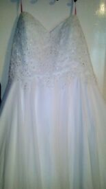 Beautiful wedding dress white with dimanties size 20 zip up back. Alexis dress