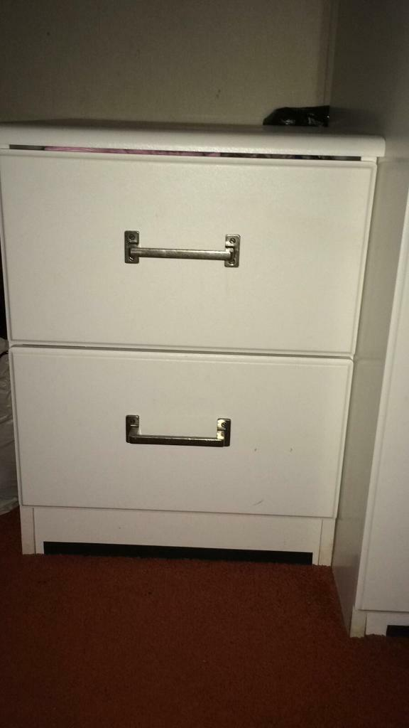 Chest of drawer £25