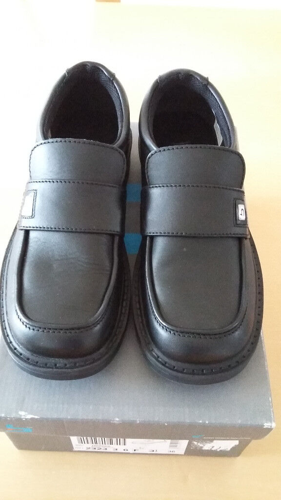 Boys leather shoes Clarks size 3 1/2 F (36F) brand new