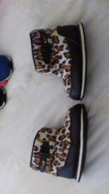 kids size 5/6 shoes