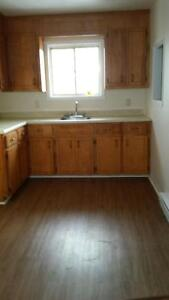 Robie St. upper  flat laminate,4 appliances-like new