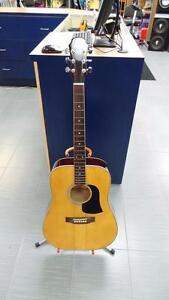 Guitar accoustique (p013829)