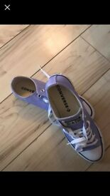 Lilac converse size 6.5 never worn