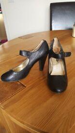 Black heeled alice shoes size 6