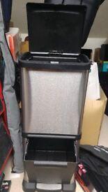 Dual compartment kitchen bin