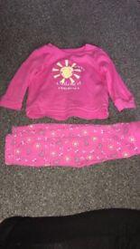 2 sets of pyjamas