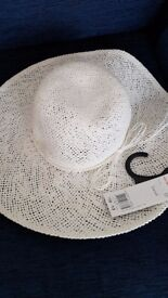 Ladies sun hat new with tags