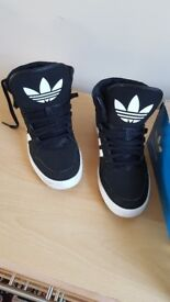 Adidas Court Trainers Kids Size 5.5