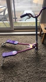 Girls V-Flex scooter