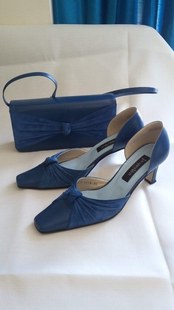 Jacques Vert Matching Shoes and HandbagUK size 5(38in Plymouth, Devon - Blue real suede and leather matching Jacques Vert shoes and handbag. Almost new hardly worn, both in original boxes. UK size 5 (38). Bag has detachable handle, so can be used as a clutch bag. Original cost for shoes alone was £89, and is shown on...