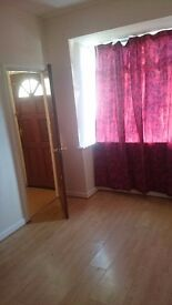 1 DOUBLE ROOM IN A SHARED 3 BED HOUSE IN CANNOCK ROAD 2 MINUTE WALK TO BUS STOP,CLOSE CITY CENTER...