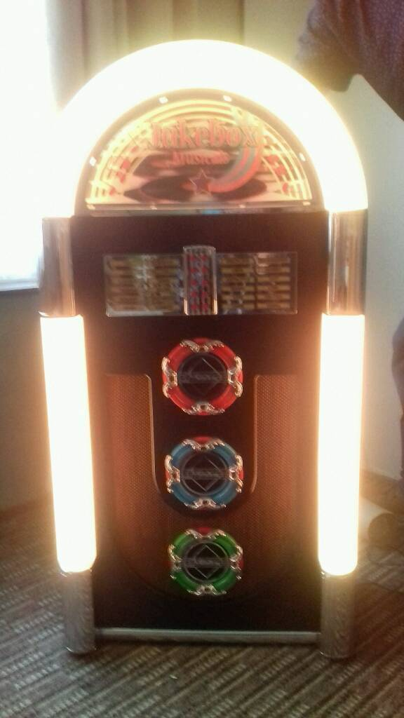 """Tall jukebox 42""""inches tall and 21 """"wide excellent condition"""