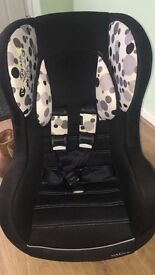Car seat in vgc selling as outgrown