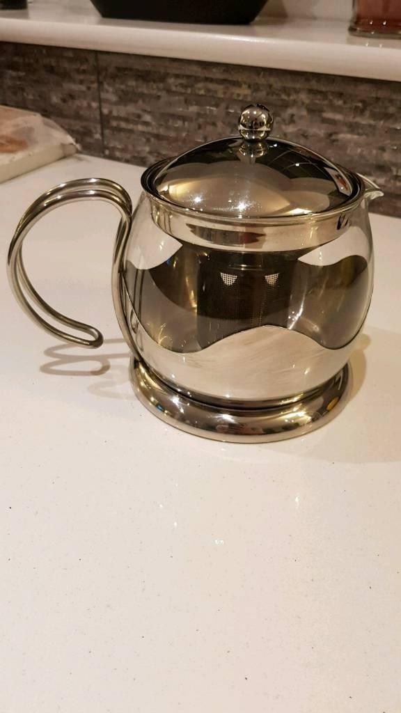 Teapot with loose tea leaf filter