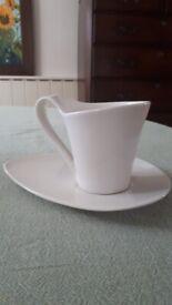 Set of 4 mugs and saucers