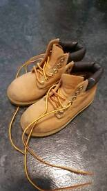 Kids Timberland boots .size 9m.excellent