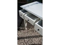 Cream table, ideal for a hall, living room or a bedroom