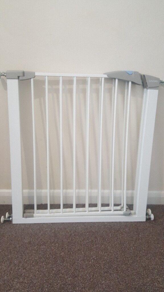 Lindam extending wooden safety gate | babysecurity.