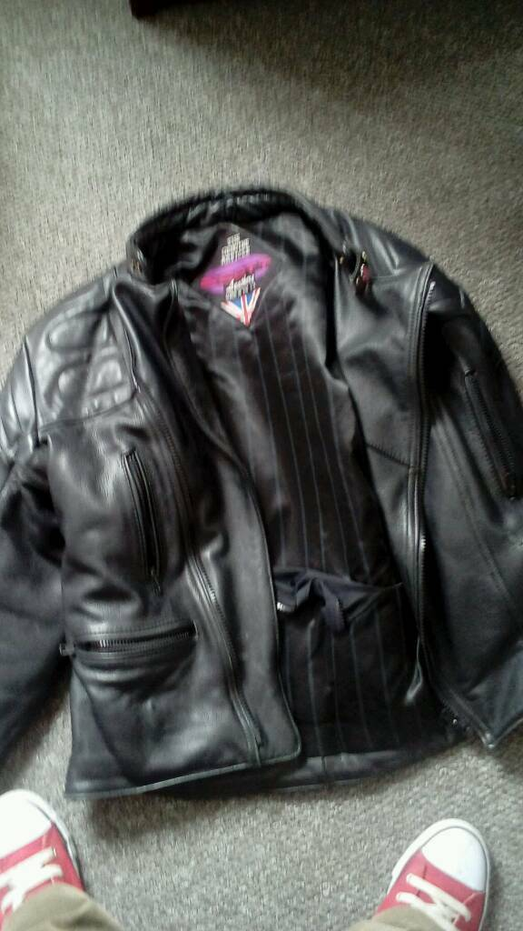Motor bike leatherin Sheffield, South YorkshireGumtree - Motor bike style leather jacket 46 few scuff fewmarks good quality jacket its just too big for me