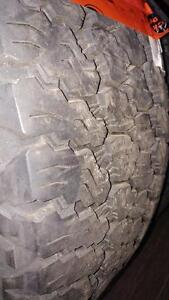 2 pneus d'hiver 255/70/17 Goodyear Wrangler