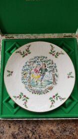 Royal Doulton 'Merry Christmas 1977' plate