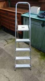 Ladder lightweight stepladder