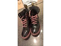 DR MARTENS SHINE IN AMAZING CONDITIONS ONLY 30£!!!!!! SIZE 37